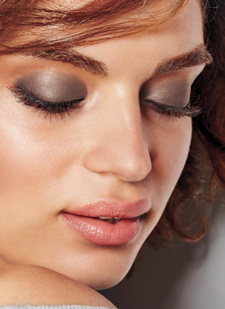 Prevent Eye Shadow Creasing